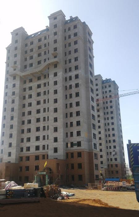 由葫芦岛市三和公司建设,辽宁绥四建工集团承建,共两期工程.